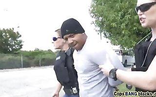 Yoke hot female cop uses black felon's large penis toearns-a-lesson-hd-72p-porn-2