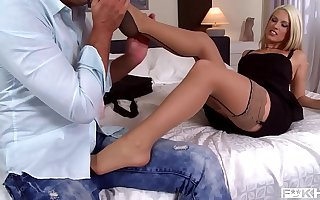 Hot Blanche Bradburry rides his shaft & rubs her feet be on a par with his hard dick