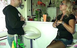 Big Tits German Mom In trouble alongside Be passed on Window Cleaner alongside Sex