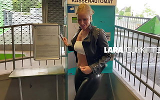 Lara CumKitten - Teaser Leggings Cumshot