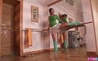 Aleska Diamond is a sweltering ballerina go off at a tangent gives blowjobs in XXXtreme poses