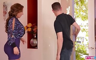 American milf sensation Richelle Ryan fills her mouth and pussy with bushwa