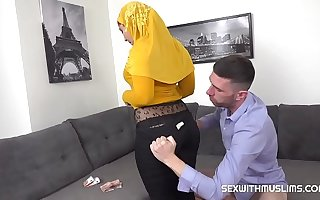 Innocent blowjob from busty Muslim