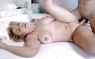 Joslyn Jane in Hot Busty Milf has Sex on Webcam