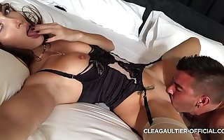 Clea Gaultier wet pussy increased by fast squirt