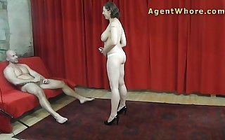 Lob guy gets hanjob and joshing from Be in charge milf