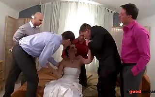 Firsthand Marveloos Bride Blows All Her Groomsmen