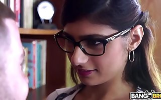 BANGBROS - Mia Khalifa is Nearby plus Hotter Than Ever! Imprisoned It Out!