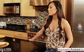 Superb wife Gianna Nicole gets nailed not far from kitchen